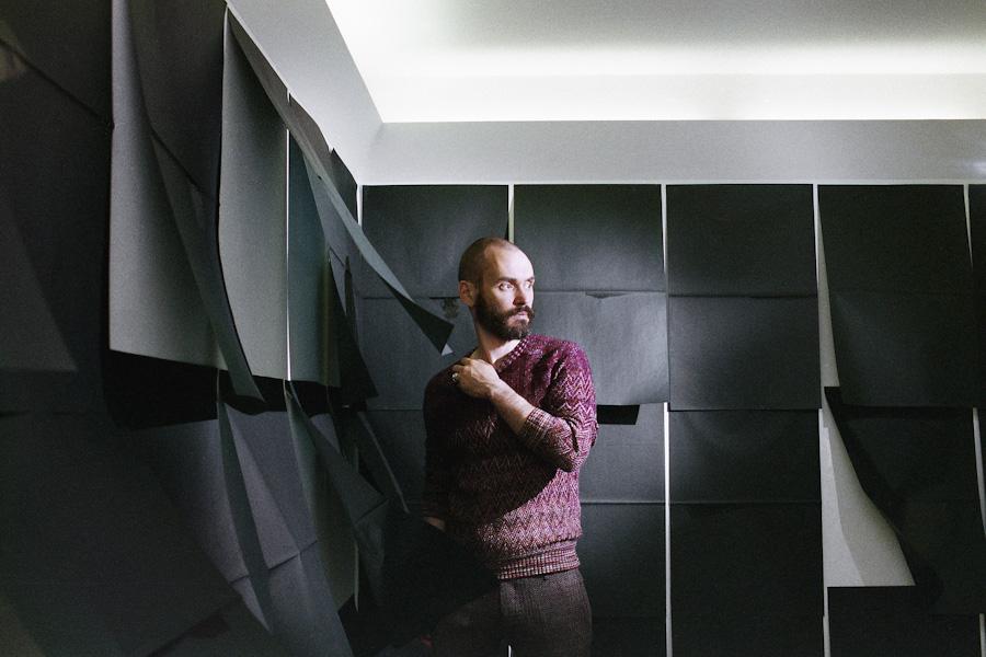 the artist Gianni Moretti in the gallery FABBRIc.a. Contemporary Art during his exhibition Il trentacinquesimo anno